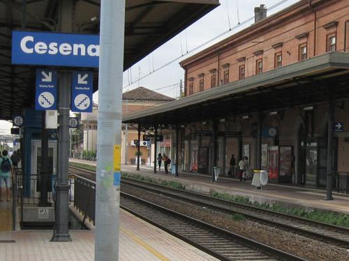 cesena stazione treni foto